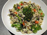Orzo with mushrooms and broccoli