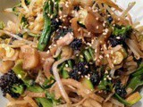 Stir fry with salsify, broccoli, courgette and beansprout