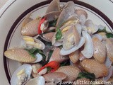 Lalas/Clams with Basil Leaves